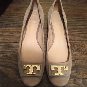 Excellent Condition Tory Burch Suede Heels Size 7